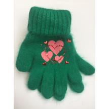 Перчатки зимние зеленого цвета с сердечками