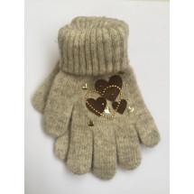Перчатки зимние бежевого цвета с сердечками