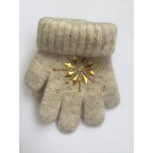 Перчатки зимние бежевого цвета с узором из страз