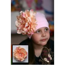 """Шапка для девочек бледно-розового цвета с пионом """"Монпансье"""""""