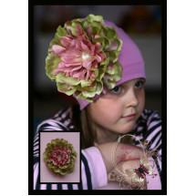 Шапка для девочек цвета лаванды с пестрым пионом