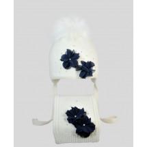 """Комплект белый шапка зимняя с шарфом с синими цветами """"Красотка"""""""