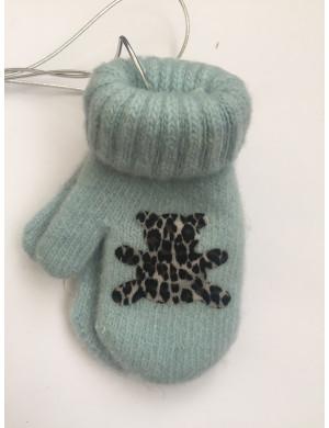Варежки зимние на резинке голубого цвета с мишкой