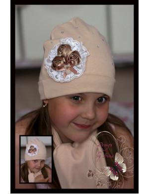 Комплект весенний бежевый шапка и шарф с украшением три розочки