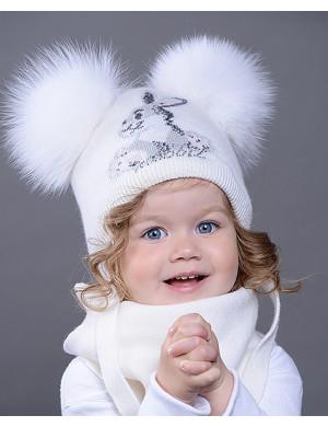 Комплект белого цвета шапка с двумя помпонами и шарф RABBIT
