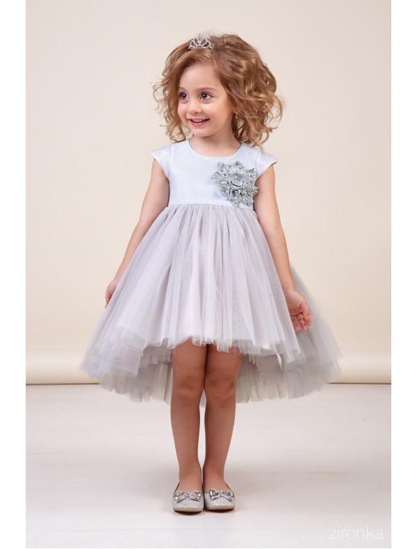 a34ff8aaed5 Платье нарядное с асимметричной юбкой цвета серебро – Цена 2940 руб ...